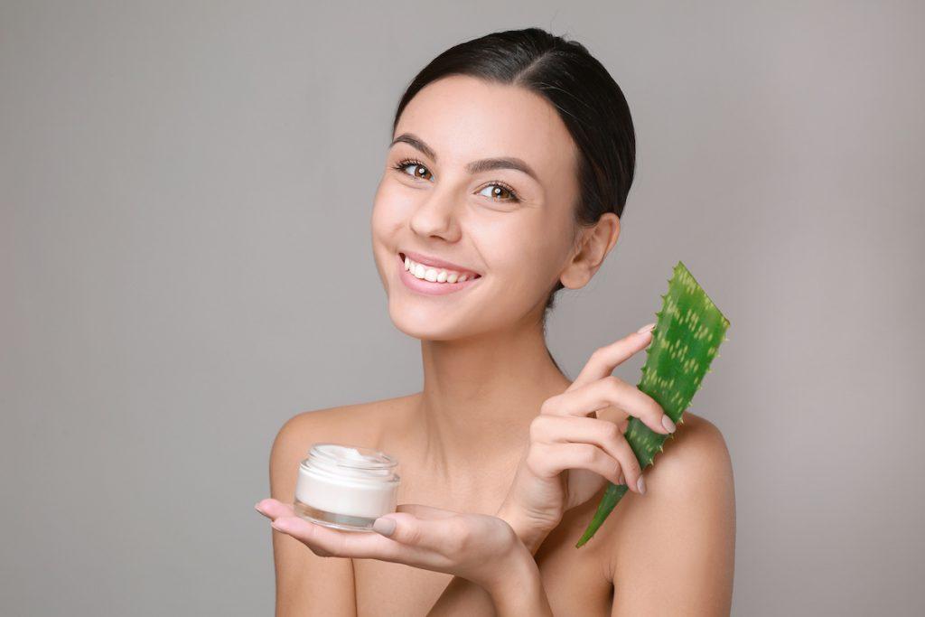 Aloe vera pelli arrossate